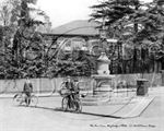 Picture of Surrey - Weybridge, The Fountain c1900s - N611